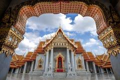 A esmeralda do templo de buddha no tempo do por do sol com fuga do carro Fotos de Stock