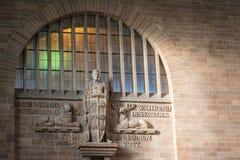 Esmero interior Establi de la pared de la entrada de Stuttgart Hauptbahnhof foto de archivo