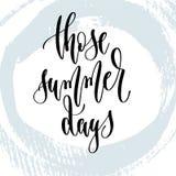 Esos días de verano - mano que pone letras al cartel de la tipografía sobre tiempo de verano stock de ilustración