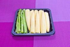 Espárrago y maíz de bebé. imagen de archivo