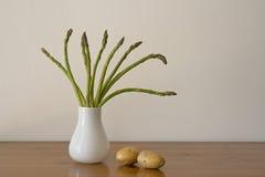 Espárrago y patatas Foto de archivo libre de regalías