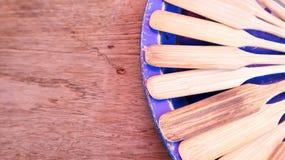 A espátula de madeira na tabela Imagem de Stock