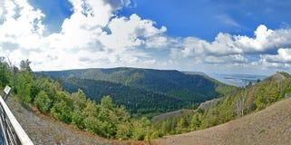 Espèces de Panoramma des montagnes de Strelna chez la Volga Photographie stock libre de droits
