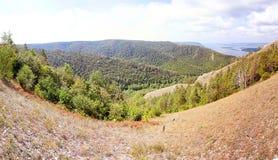 Espèces de Panoramma des montagnes de Strelna chez la Volga Photos stock