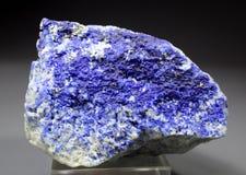 Espécimen azul raro del mineral de Hauyne Fotos de archivo