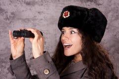 Espía ruso que mira a través de los prismáticos Fotografía de archivo libre de regalías