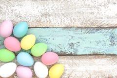Espaço colorido cor pastel da cópia da decoração dos ovos da páscoa Imagens de Stock Royalty Free