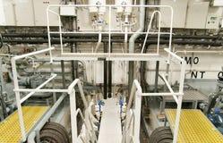 Espaço da maquinaria pesada - tubulações, válvulas, motores Fotografia de Stock Royalty Free