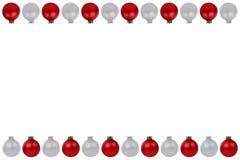 Espaço de prata vermelho da cópia do copyspace da beira das quinquilharias das bolas do Natal mim Fotos de Stock Royalty Free