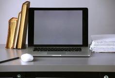 Espaço de trabalho com computador e originais no escritório imagem de stock royalty free
