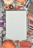 Espaço de trabalho criativo do artista, vista superior Modelo para seu desenho Imagens de Stock