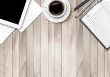 Espaço de trabalho do escritório - café, tabuleta, papel e algumas penas ilustração stock