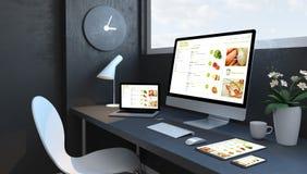 Espaço de trabalho dos azuis marinhos com Web site responsivo do projeto do supermercado em linha responsivo dos dispositivos ilustração do vetor