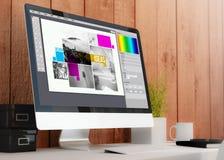 espaço de trabalho moderno com disposição de projeto do computador Imagem de Stock Royalty Free