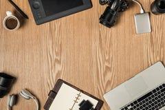 Espaço de trabalho para o fotógrafo, designer gráfico Configuração lisa do lapto foto de stock royalty free