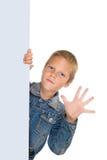 Espaço em branco da preensão do menino e palma felizes da mostra fotos de stock