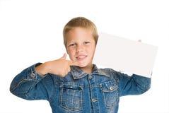 Espaço em branco feliz da preensão do menino apontado nele dedo imagens de stock