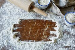 Espaço escovado em utensílios da farinha e do cozimento Imagem de Stock Royalty Free