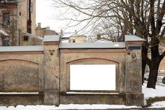 Espaço vazio do anúncio em um muro de cimento na rua fora imagem de stock