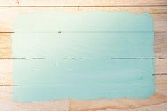 Espaço verde da pintura no fundo de madeira fotografia de stock