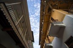 Espace étroit entre les bâtiments Photos stock