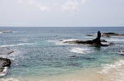 Espace d'océan entre les rochers Images libres de droits