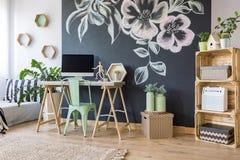 Espace de travail à la maison avec le tableau Images libres de droits