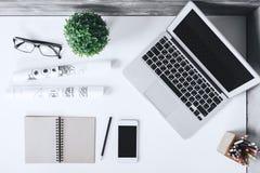 Espace de travail élégant avec des articles Images libres de droits