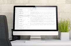 espace de travail avec l'ordinateur de courrier Images stock