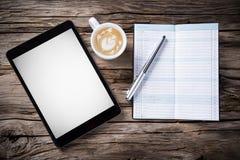 Espace de travail avec le comprimé et le café Image libre de droits
