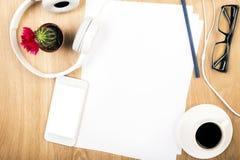 Espace de travail avec le papier blanc Photos libres de droits