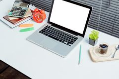 Espace de travail de bureau pour la moquerie d'affichage de produit  Photographie stock