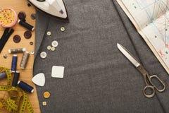 Espace de travail de couturier, vue supérieure Photos stock