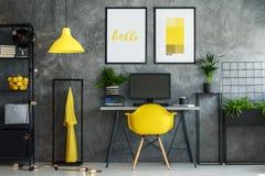 Espace de travail créatif avec la peinture Photos libres de droits