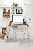 Espace de travail créatif moderne. photo stock