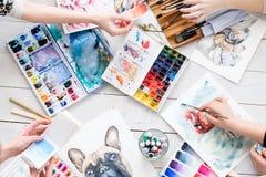 Espace de travail créatif de peintre de studio d'art de pièce de métier Photographie stock libre de droits