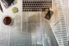Espace de travail dénommé avec l'ordinateur portable Image libre de droits