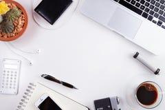 Espace de travail dénommé avec l'ordinateur portable Images libres de droits