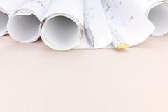 Espace de travail d'architecte avec des modèles, règle de pliage de crayon Photographie stock