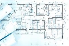 Espace de travail d'architectes avec des petits pains de modèle et des dessins techniques Photos libres de droits