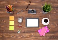 Espace de travail de hippie sur la table en bois Photographie stock libre de droits