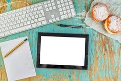 Espace de travail de table rustique de concepteur Photo libre de droits