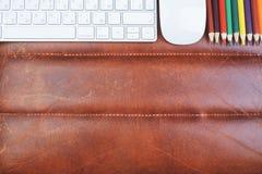 Espace de travail en cuir avec des approvisionnements Photographie stock