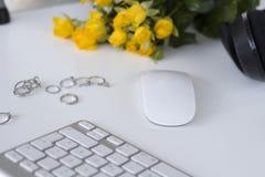 Espace de travail féminin de bureau Images stock