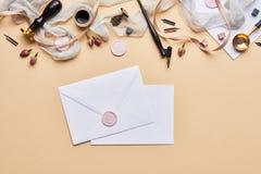 Espace de travail féminin de calligraphie de bureau avec l'espace de copie Photo stock