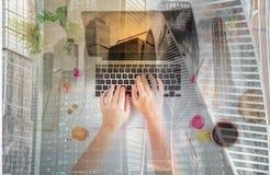 Espace de travail féminin, vue supérieure Image stock