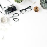 Espace de travail femelle de configuration plate avec le succulent Photos libres de droits