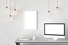 Espace de travail moderne avec le cadre vide d'isolement sur le mur de briques et l'OIN Photographie stock libre de droits