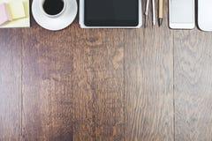 Espace de travail moderne avec le comprimé vide Images stock