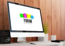 espace de travail moderne avec le forum d'ordinateur Images libres de droits